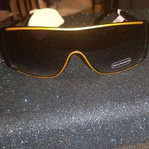 Hot Topic Wide Shield Sunglasses w.Free Case